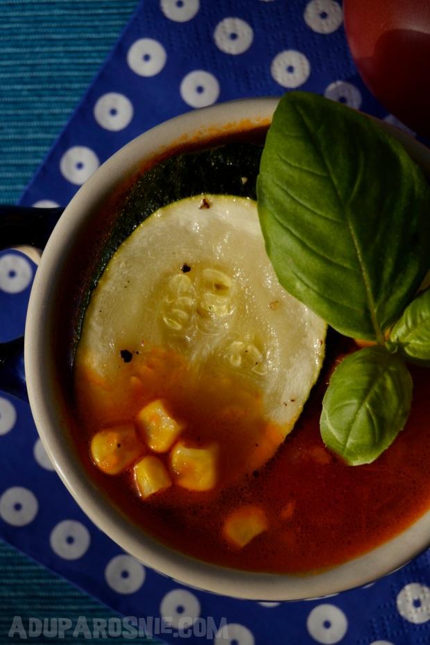 Zupa z pomidorami, pieczoną cukinią i kukurydzą (1)
